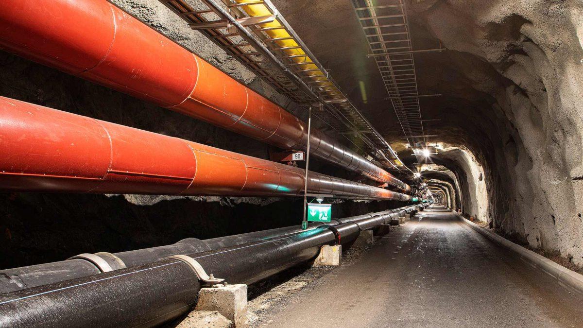 Suomenlinnan tunnelin putkistoja